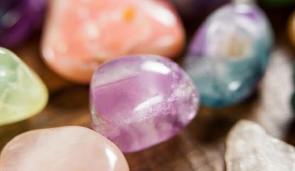 หินพลอยสีม่วง